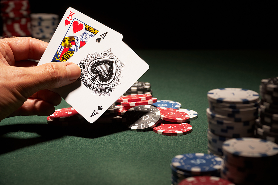 It 's possible to play poker without making bets for real money?